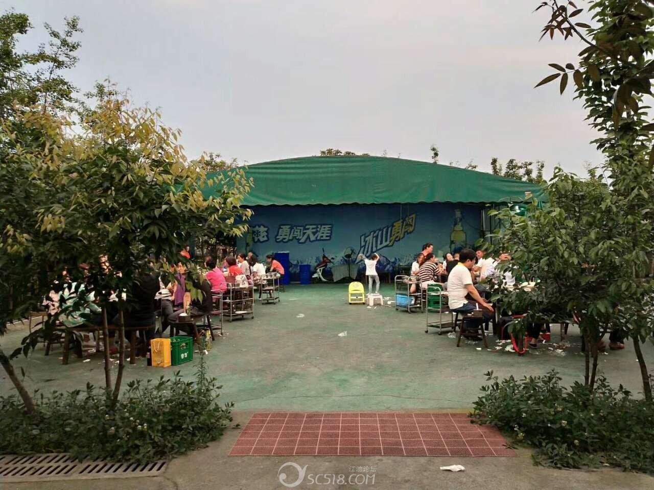 江油明月岛公园斜对面铁扇公主烤肉庄啤酒活动开始了!