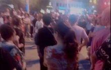 最近江油公安局旁边广场舞有点热闹哦,争地皮