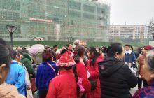 涪钢小区市场督察管理人员与跳舞的婆婆们发生争执