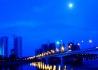 夏日傍晚的涪江三桥两岸风光