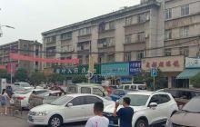 今天上午,(武都)江油太白中学大门口,家长接高考孩子回家场景!
