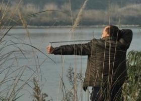 涪江里的野鸭和白鹭多美你却要打