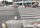 水泥搅拌车将一大滩混凝士遗漏在江彰大道,不处理就跑了