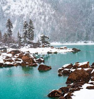 春雪中的然乌湖