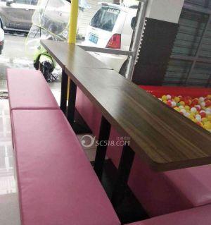 出售兩張桌子