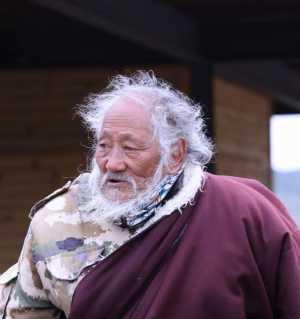 藏族老人(5月28日摄于红原县)