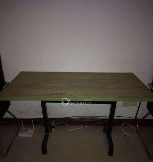 處理椅子,桌子,電腦桌
