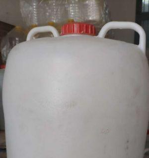 闲置的大塑料桶100斤的有没有需要的,价格20元一个。联系电话18081236900