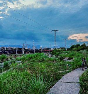 傍晚铁道边